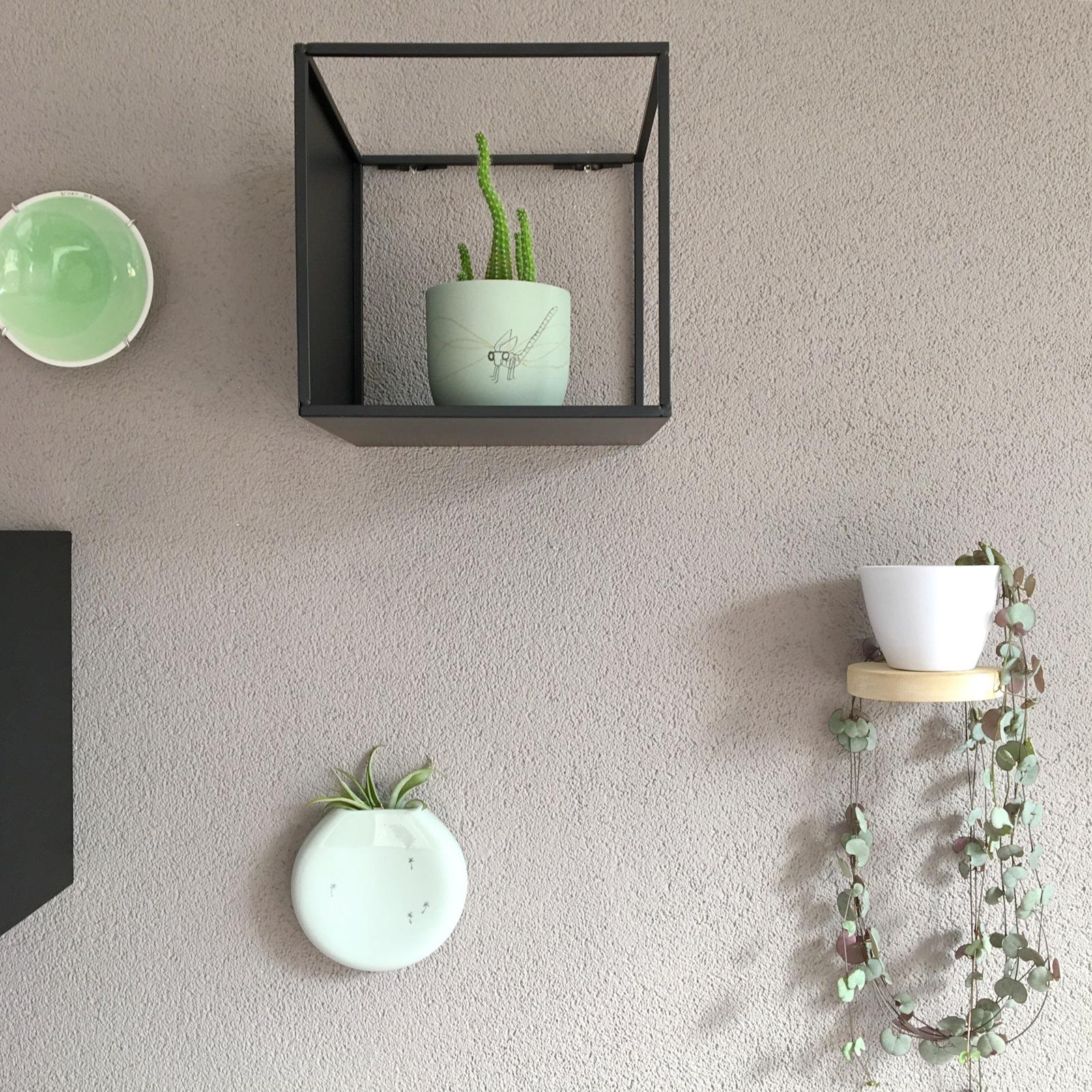 free daarnaast heb ik bij sostrene grene toffe zaak twee metalen boxen gekocht die je aan de. Black Bedroom Furniture Sets. Home Design Ideas