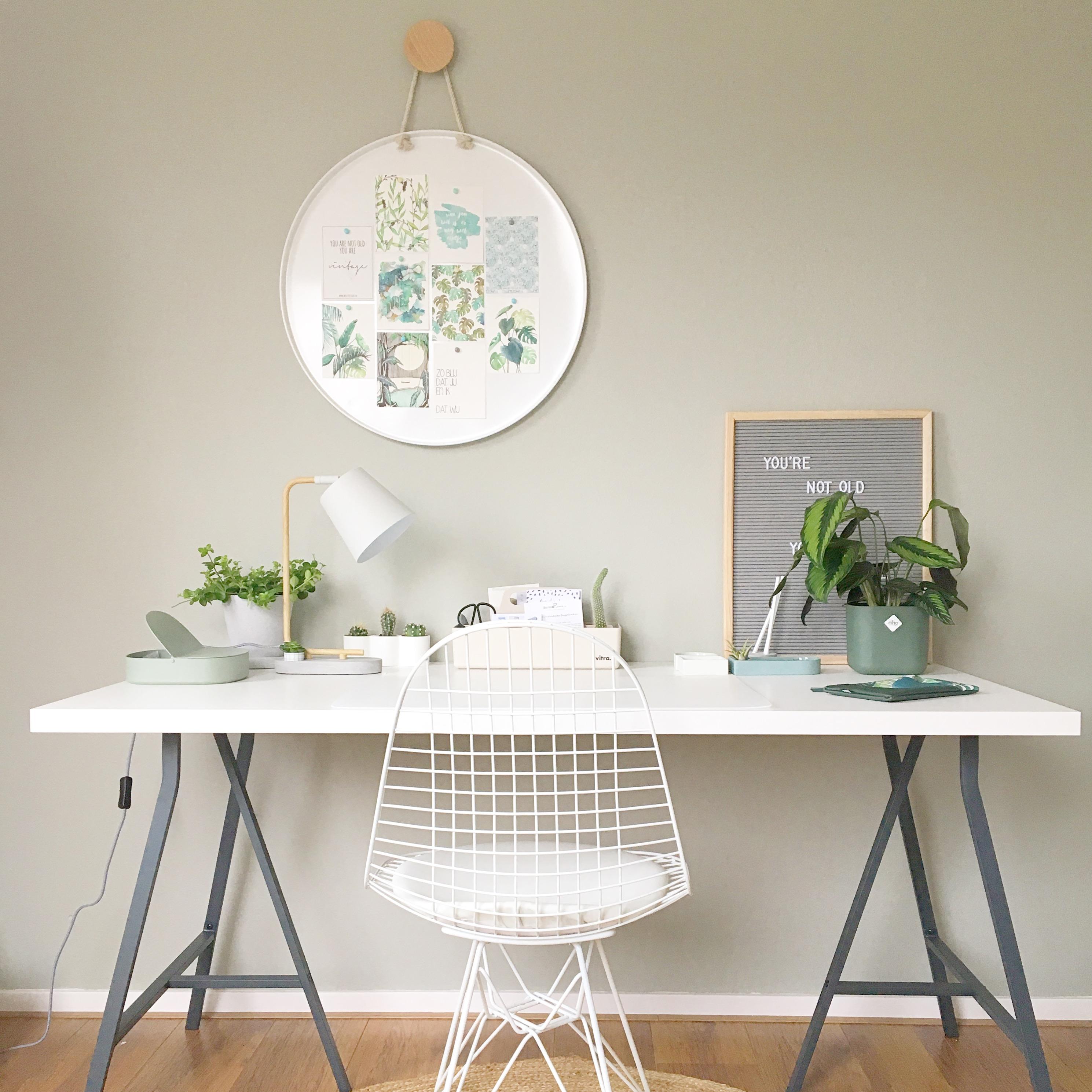 werkkamer hobbykamer draadstoel magneetbord
