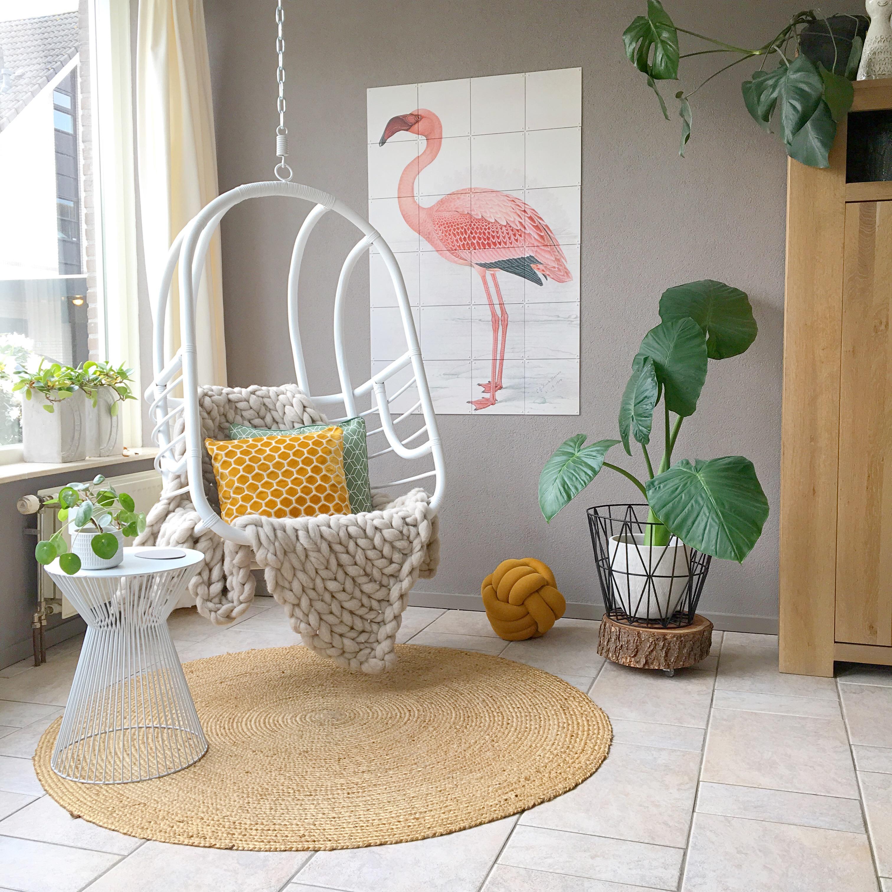 ixxi flamingo bij hangstoel
